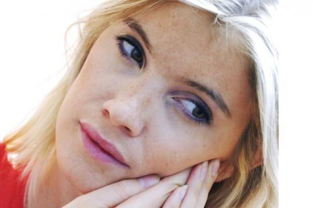 slapped cheek woman toothache pain face