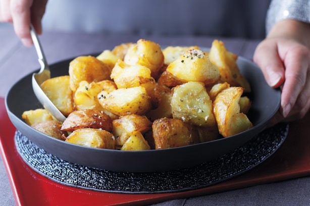 Lemon and garlic roast potatoes