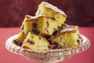 Lemon and cranberry cube cakes