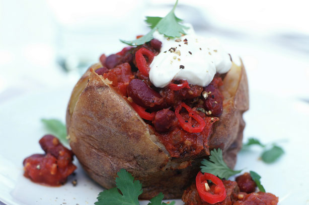 Baked potato with mince and beans recipe goodtoknow for Jacket potato fillings mushroom