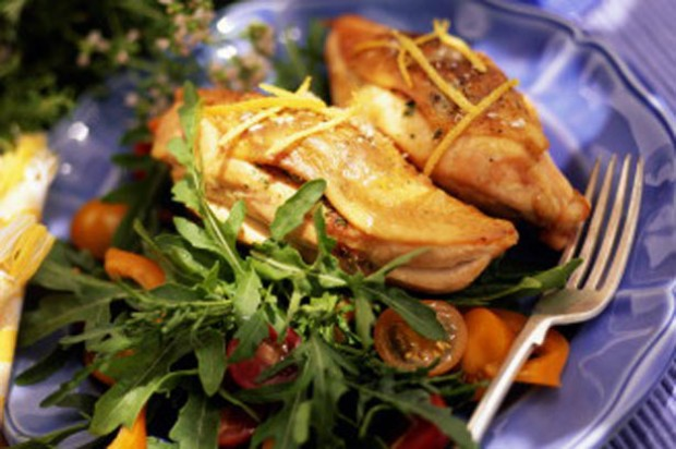 A plate of chicken breast with rocket salad
