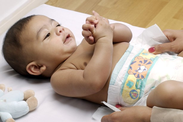 Changing your baby's nappy
