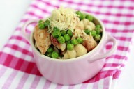 Pasta with peas and pesto chicken