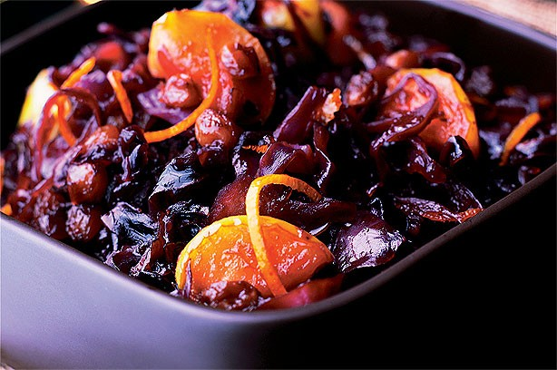 Red cabbage with apples and sultanas