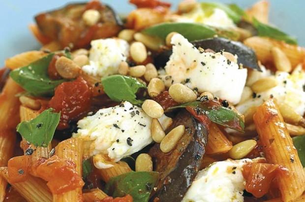 Aubergine and mozarella pasta