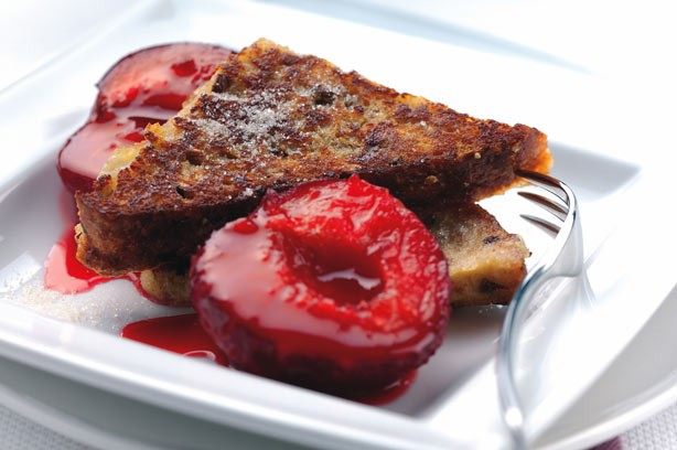 French toasts with cinnamon and plum compote