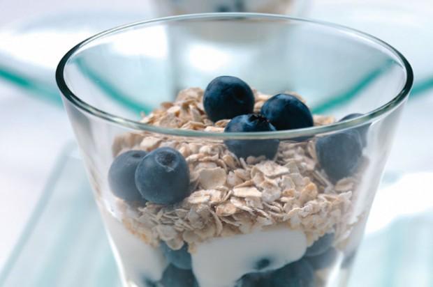 Toasted oat and yogurt layer