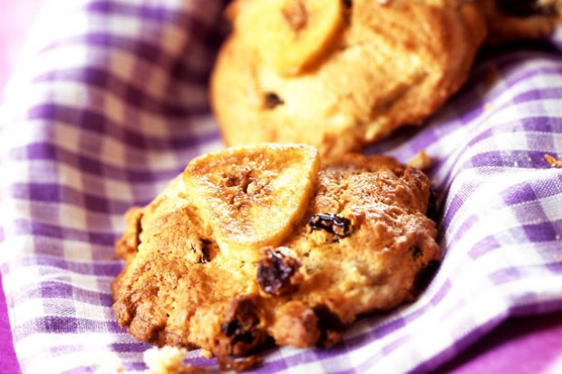 Raisin and banana cookies
