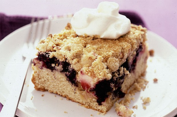 Apple and Berry Crumble Cake