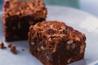 Pecan maple brownies