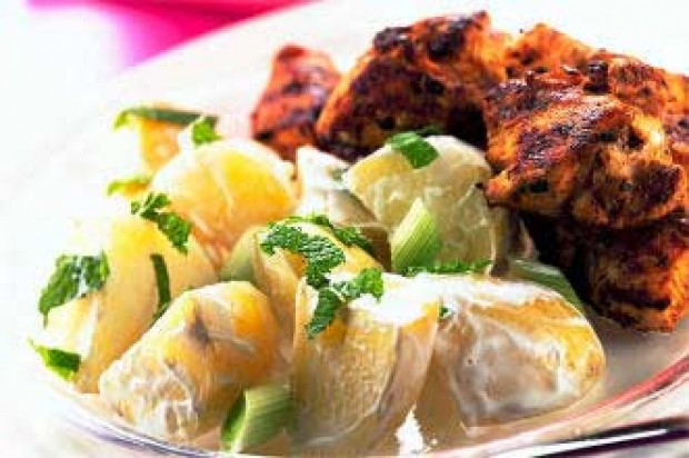 Spicy chicken with raita potatoes