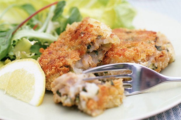 Salmon and parmesan fish cakes recipe goodtoknow for How to make fish patties