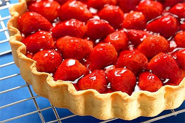 port glaze recipe yummly strawberry mascarpone tart with port glaze ...