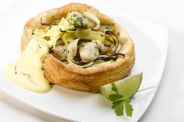 Caramelized Tartlet of Leeks and Scallops with Saffron Hollandaise