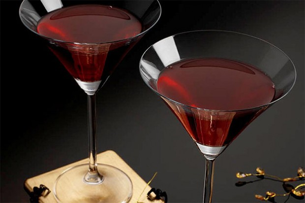 Vampire 39 s blood pomegranate punch recipe goodtoknow for Halloween alcoholic punch bowl recipes