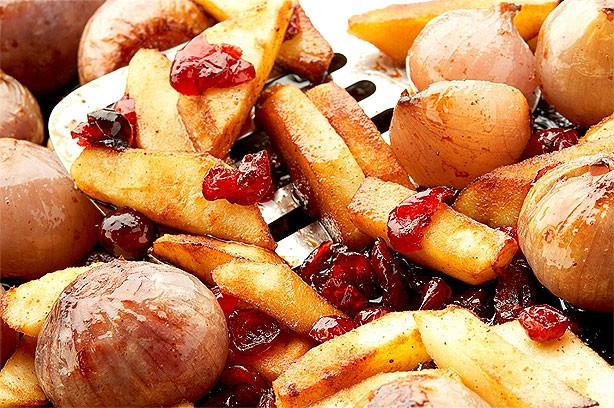 Roasted shallots with apple and cranberry recipe