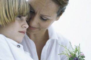 Helping your child to grieve mother cuddle sad death