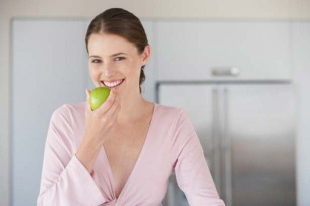 Woman apple pregnancy eating fruit healthy