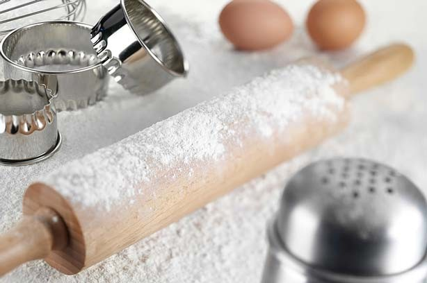Flour fresh rolling pin cake