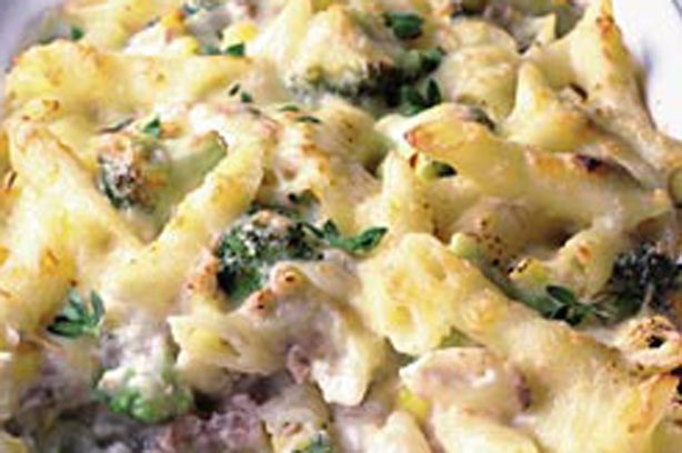 Broccolia and tuna pasta bake