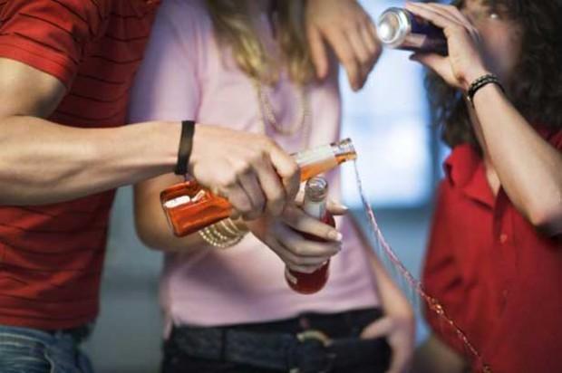 Pre teen coping peer pressure drinking binge alcopop