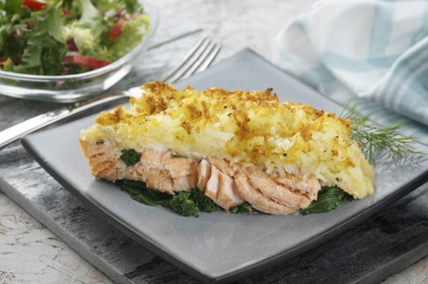 Salmon and broccoli rosti bake