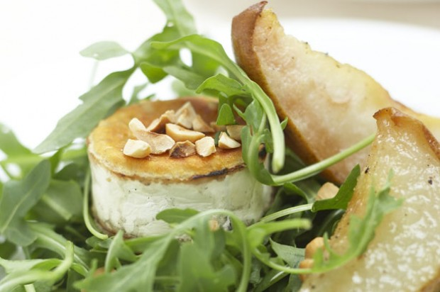 Goat's cheese, pear and hazelnut salad