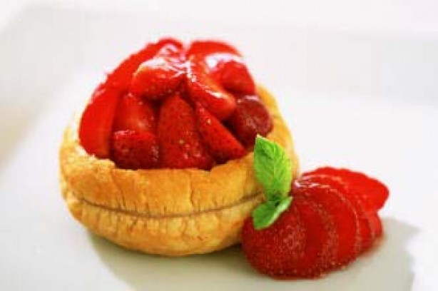 Quick glazed strawberry tarts recipe