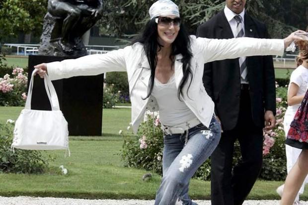 Cher curtseys_Rex