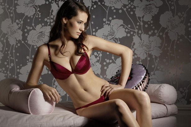 Brastop discount image featuring a woman in some read underwear_Brastop