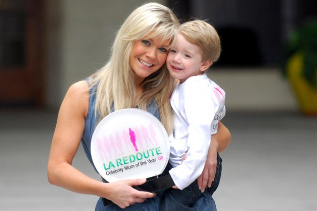 Suzanne Shaw wins celebrity mum of the year award_rex