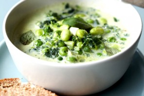 Soya bean and pea soup