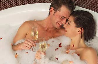 couple in the bath_photolibrary
