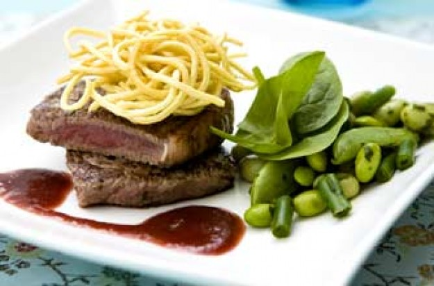 Spicy steak with plum sauce