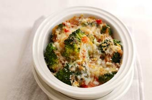 Broccoli with fresh tomato sauce