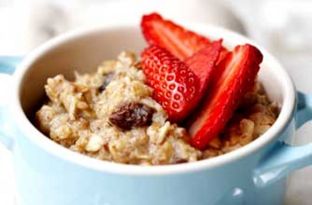 Muesli porridge with strawberroes