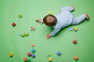 Baby playing with building blocks_plib