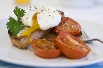 Poached eggs with roasted tomatoes on wholemeal toast