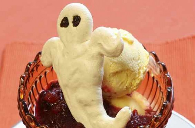 Meringue ghost sundae