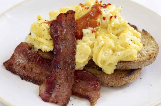 Jamie Oliver's spicy scrambled eggs and crispy bacon ...