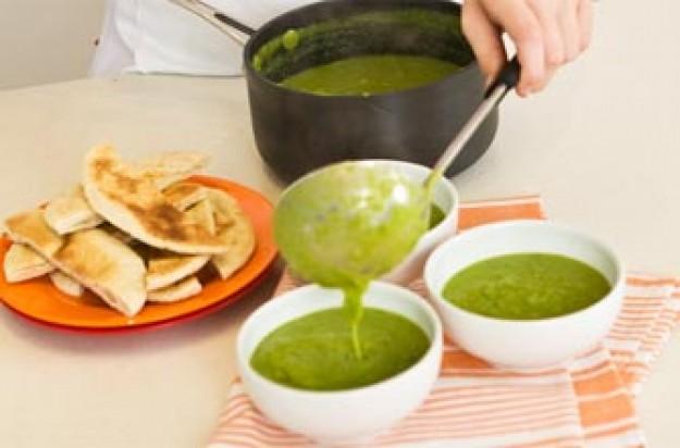 Slimy pond (pea) soup