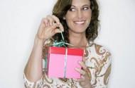 goodtoknow : Gift guide, woman opening present
