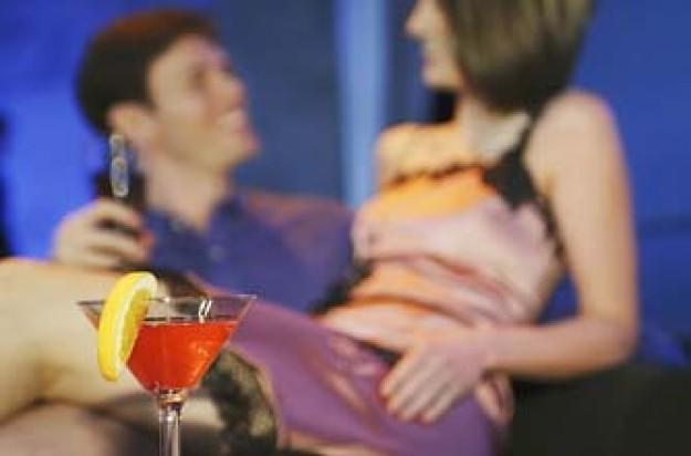 woman sitting on man's lap in bar_PL