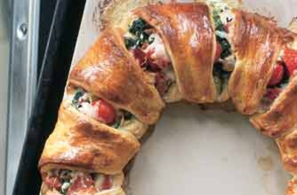 Tana Ramsay's ham, spinach and Gruyere croissant ring