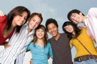 teenagers in a huddle smiling_istock
