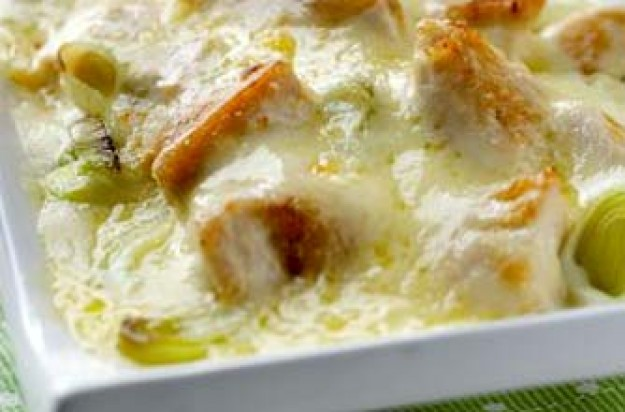 Chicken, leek and Cheddar bake