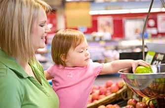 mum in supermarket with toddler