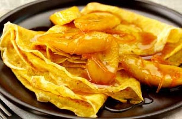 Cinnamon pancakes with rum-glazed bananas