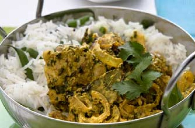Aromatic chicken curry with rice