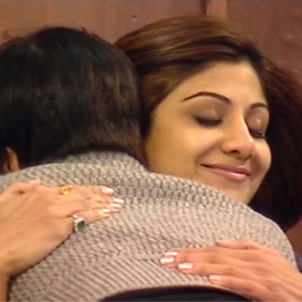 Jade Goody and Shilpa Shetty hugging after argument, Celebrity Big Brother, January 2007